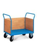 wózek magazynowy zabudowany z trzech stron
